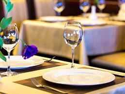 Der Begleitservice aus Neuenkirchen bietet auch die Begleitung in ein schönes Restaurant an